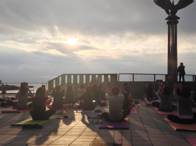 14.10.9皆既月食 MOONLIGHT & SUNRISE YOGA 2014 in ATAMI②