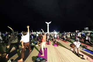 14.10.8皆既月食 MOONLIGHT & SUNRISE YOGA 2014 in ATAMI①